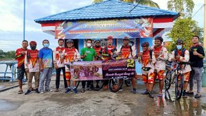 /// Sebanyak 13 peserta SBC, berangkat dari Dermaga Pelabuhan Melak, Sendawar, Kubar, menggunakan kapal motor angkutan umum di perairan Sungai Mahakam menuju Kota Samarinda, Jumat 13 Agustus 2021. (Foto : Tim Redaksi MP)///