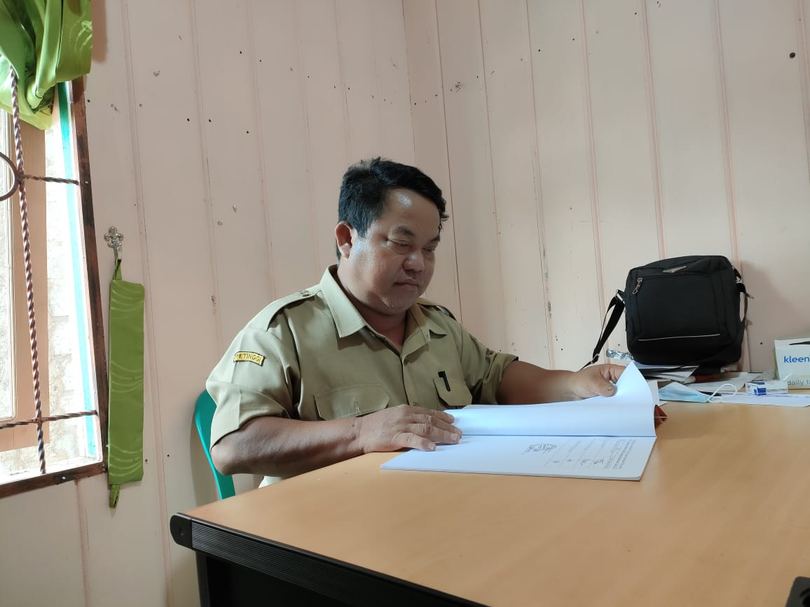 Keterangan Foto : Petinggi Kampung Dilang Puti, Deli Sabeno. (Foto : Dok.Pribadi/Mahakam Pos)