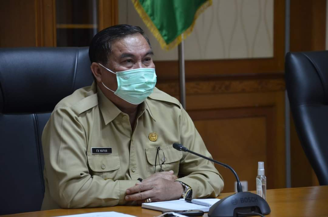 Keterangan Foto : Bupati Kubar FX Yapan SH mengikuti Pembekalan Kepemimpinan Pemerintahan Dalam oleh Kemendagri secara virtual, Senin 19 September 2021. (Foto : hms6).