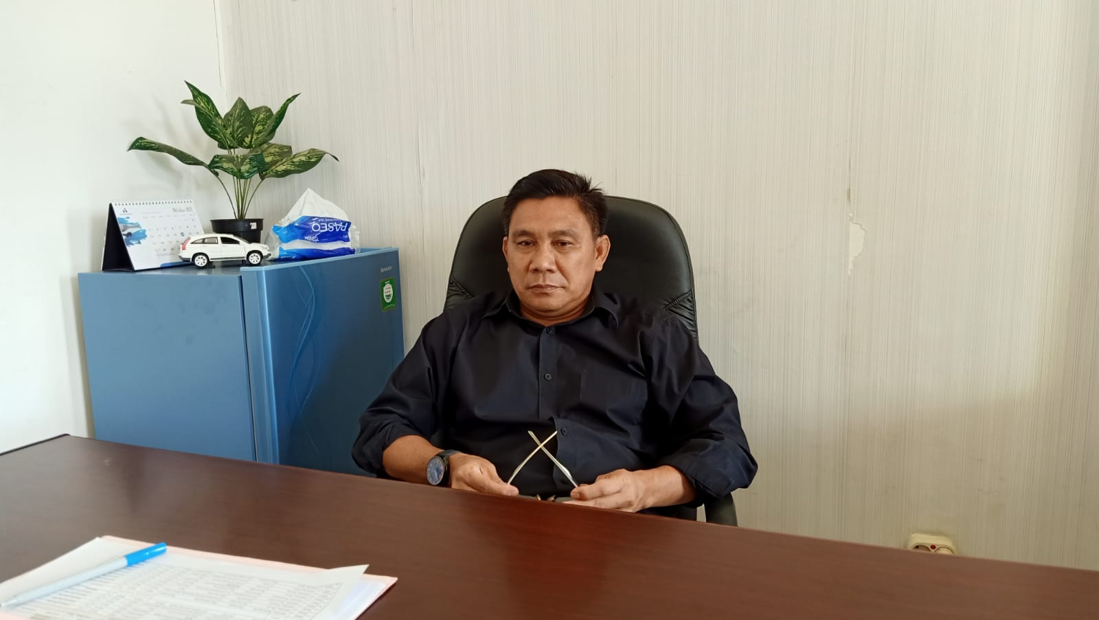 Keterangan Foto : Kepala UPT-UPDB Kubar, Supriadi. Serta dokumen sejumlah kegiatan dilapangan dan di Kantor UPT-UPDB Kubar, Komplek Business Center Tinggi Diraja, Kelurahan Barong Tongkok, Sendawar. (Foto-foto : Dokumen UPT UPDB Kubar).